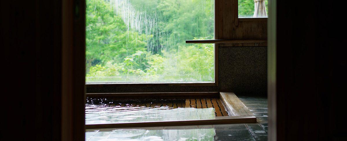 新緑期の大浴場
